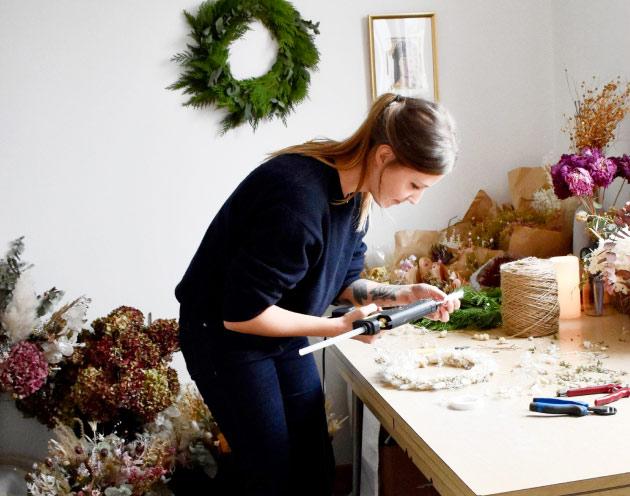 Morgan travaillant dans son studio Lily Pili